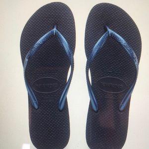 HAVAIANAS Slim Flip Flop in Navy